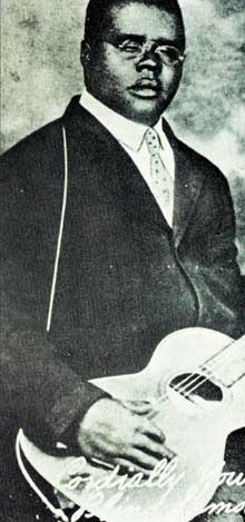 Blind Lemon Jefferson (ca. 1893/97- 1929, voc, g)